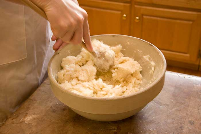 making-lefse-mixing-2